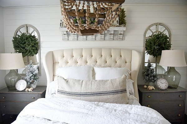 Cottage Christmas Bedroom, Simple Cottage Christmas Bedroom