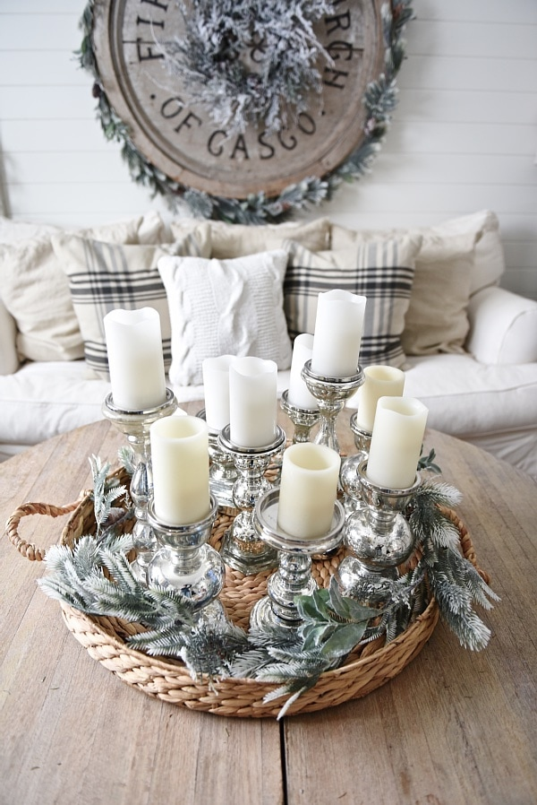 Cozy rustic winter living room - with winter decor tips & sources. A must pin for winter decor inspiration.