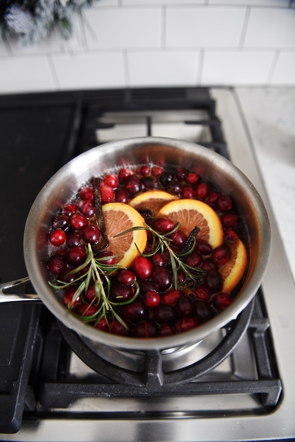 DIY stovetop potpourri - A complete review & recipe - See how to make your entire house smell amazing in seconds using items you already have in your pantry. A must try in the cold weather months! Great to do for gatherings or when you are just home being cozy.