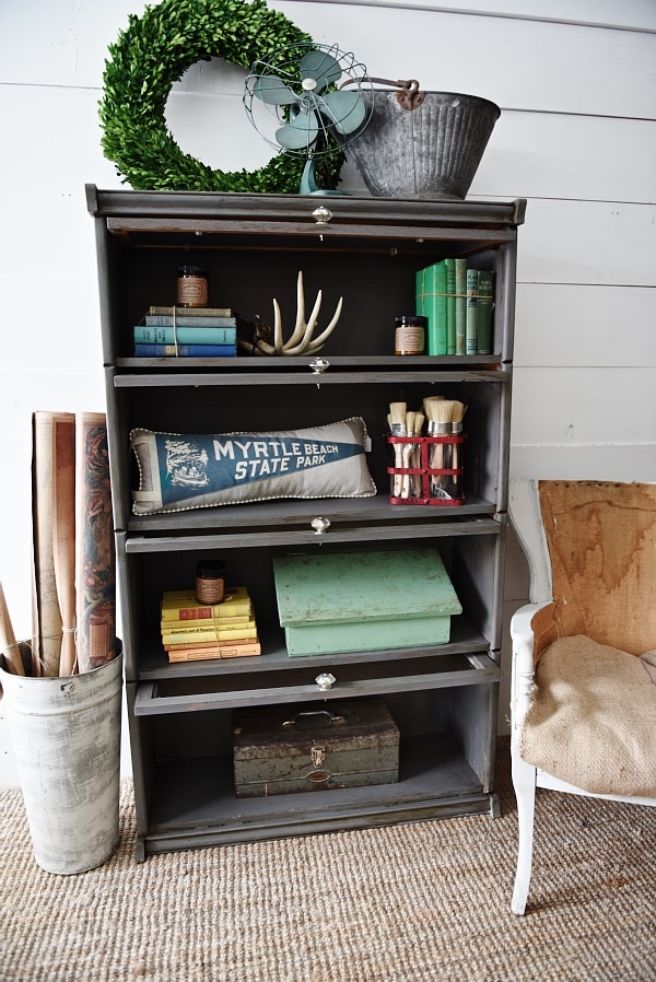 Vintage bookshelf makeover - see how to get an updated quick
