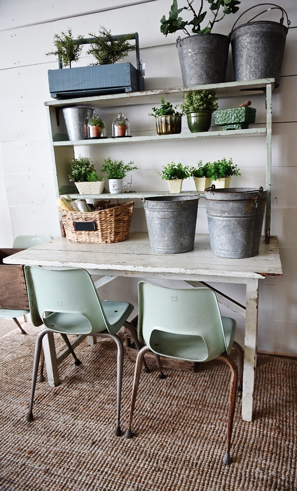 DIY potting bench - such a simple build! Would be a great piece of furniture in any room: A children's desk, a dinging room buffet, a small office, & so much more!