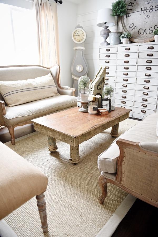 Cozy rustic farmhouse living room - rustic coffee table. neutral cozy decor.