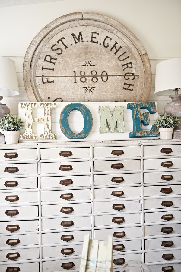 How to make DIY rustic Signs the super easy way! A great blog post for a source for these awesome letters & an easy way to make signs for any room of your home!