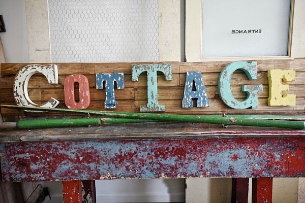 DHow to make DIY rustic Signs the super easy way! A great blog post for a source for these awesome letters & an easy way to make signs for any room of your home!