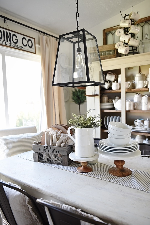 Farmhouse style dining room & kitchen - A review of Gable Lane Crates that delivers farmhouse & cottage style decor right to your door step monthly. A must read!!