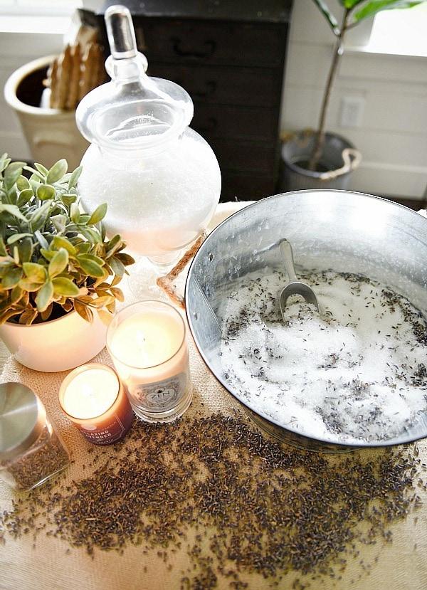 DIY epsom salt - great recipes for detoxifying epsom salt soak. A must pin for relaxing & calming bath soaks the natural way!