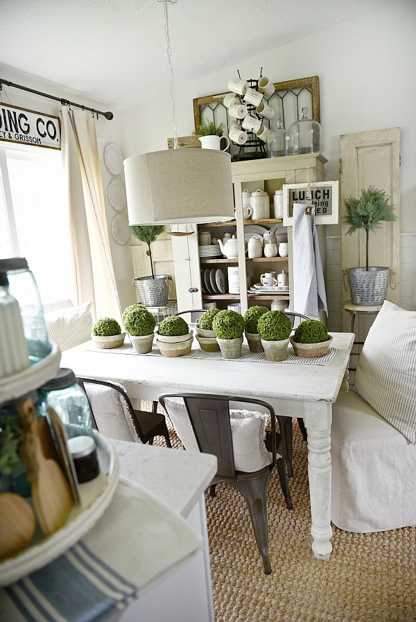 DIY simple terra-cotta & moss centerpiece - a great rustic spring & summer style centerpiece. Perfect for a farmhouse style & cottage style dining room.