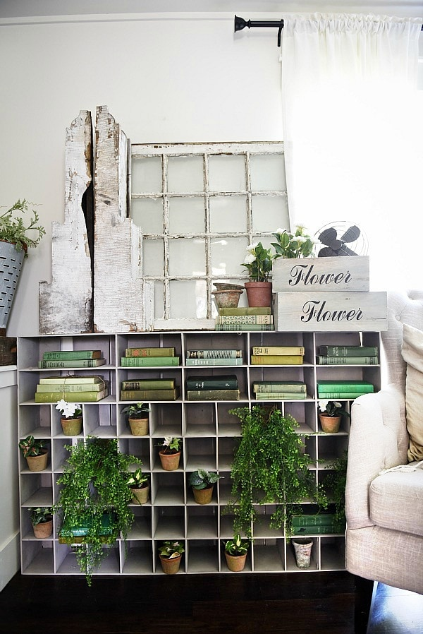 DIY Cubbies makeover - Great for any room of the house & could have so many different uses. This one is styled with vintage finds & greenery for spring/summer. A great pin for farmhouse style ideas!