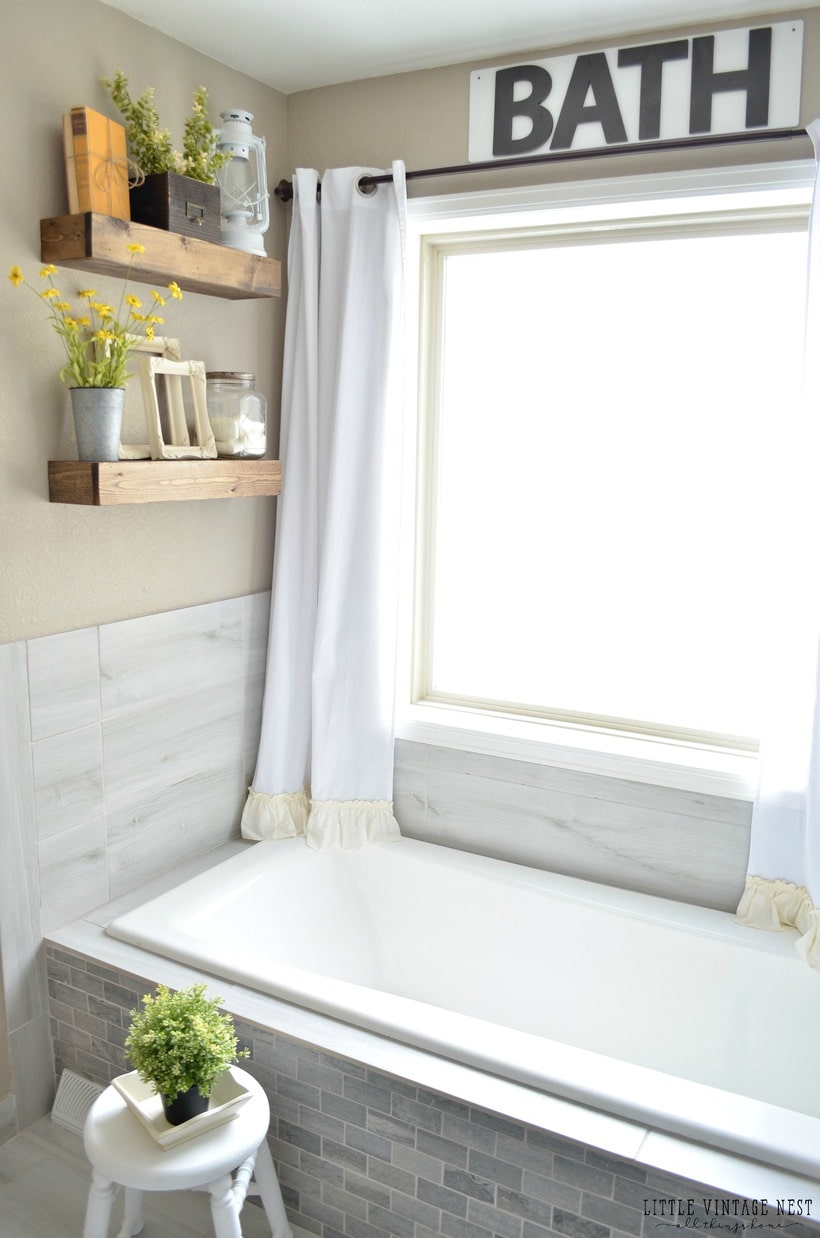 Sunny cottage home tour - Take this lovely home tour of a beautiful rustic home. A must pin for cottage decor inspiration