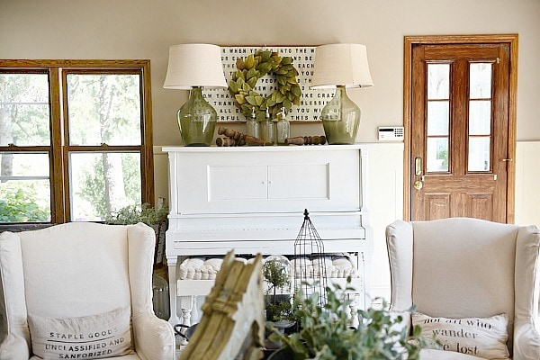farmhouse living room, Piano Decor – Farmhouse Living Room