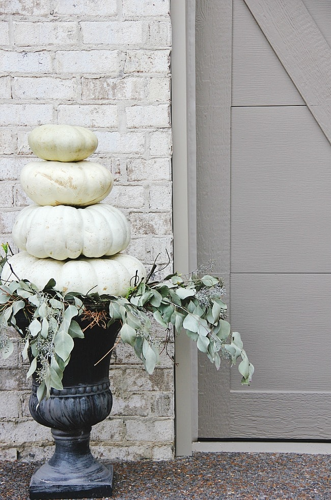 pumpkin-display-outdoor