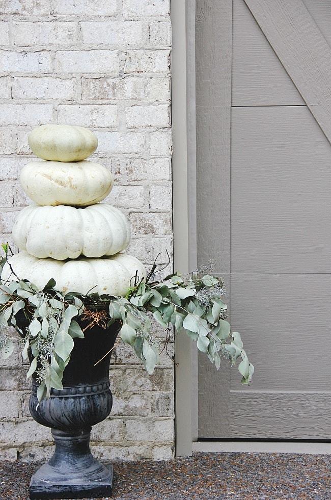 pumpkin-display-outdoor