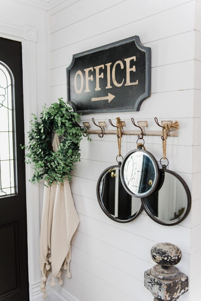 Fall Entryway, Welcoming Fall Entryway – Rustic Farmhouse Entry