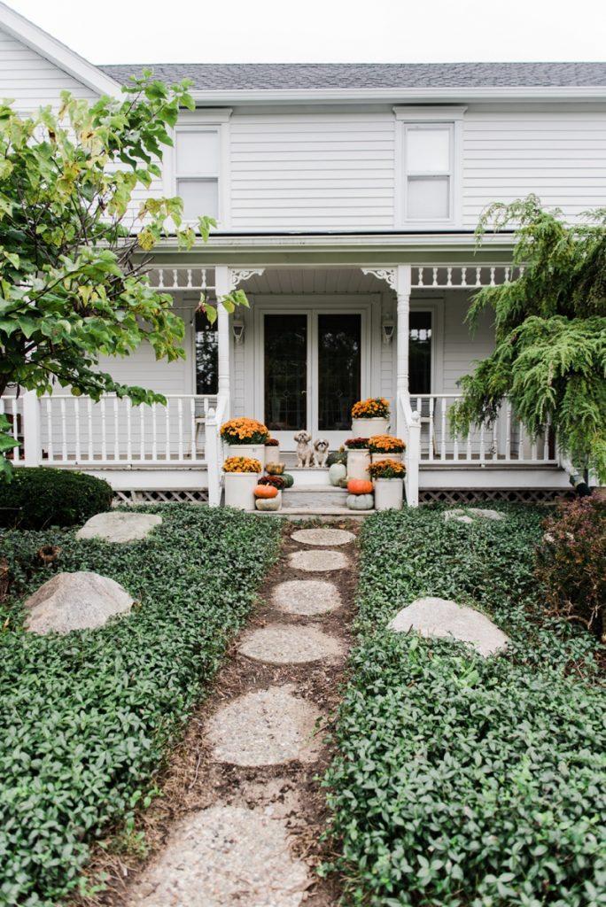 Autumn Flowers, Crocks & Mums – Farmhouse Fall Steps