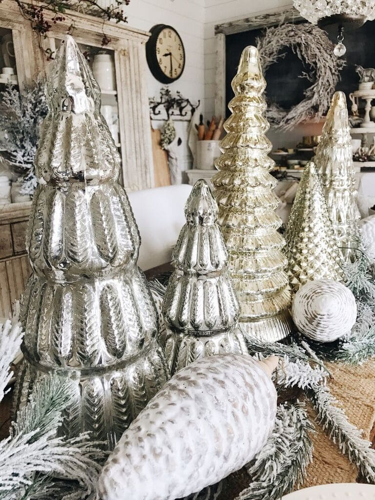 , Rustic Glam Cottage Christmas Dining Room