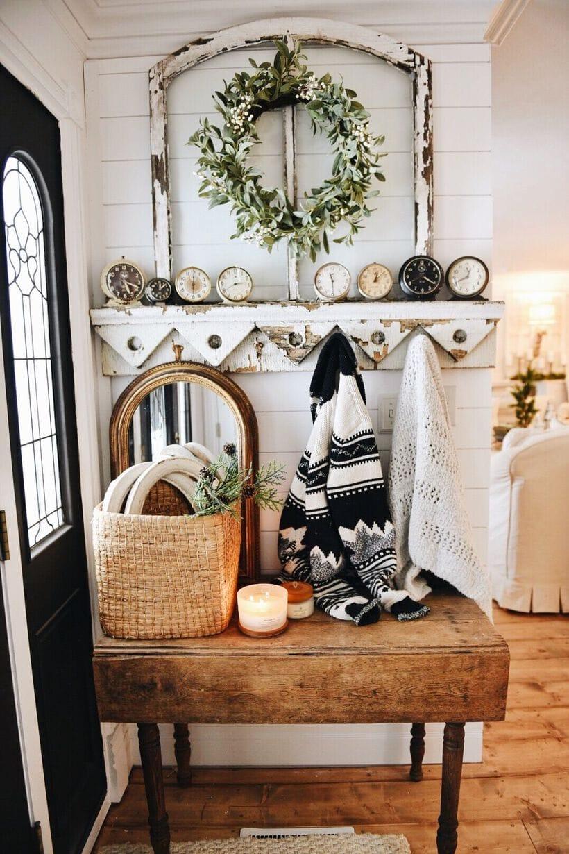 cozy farmhouse christmas decor, Cozy Farmhouse Christmas Entryway