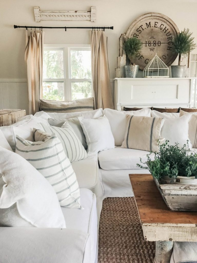Cozy Livingroom with Bemz Slipcovered Sofa in Simply Linen
