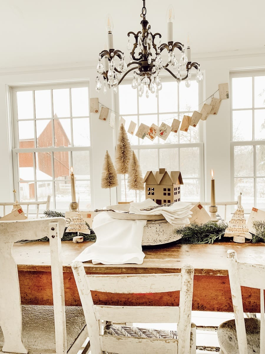 Christmas Dining Room, A Cozy Nostalgic Christmas Dining Room