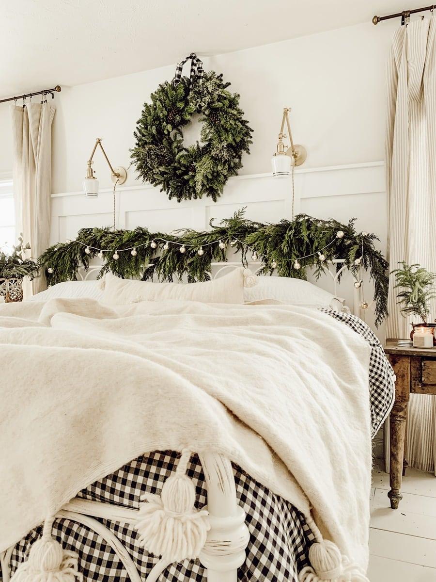 Christmas Bedroom, Cozy Cottage Christmas Bedroom