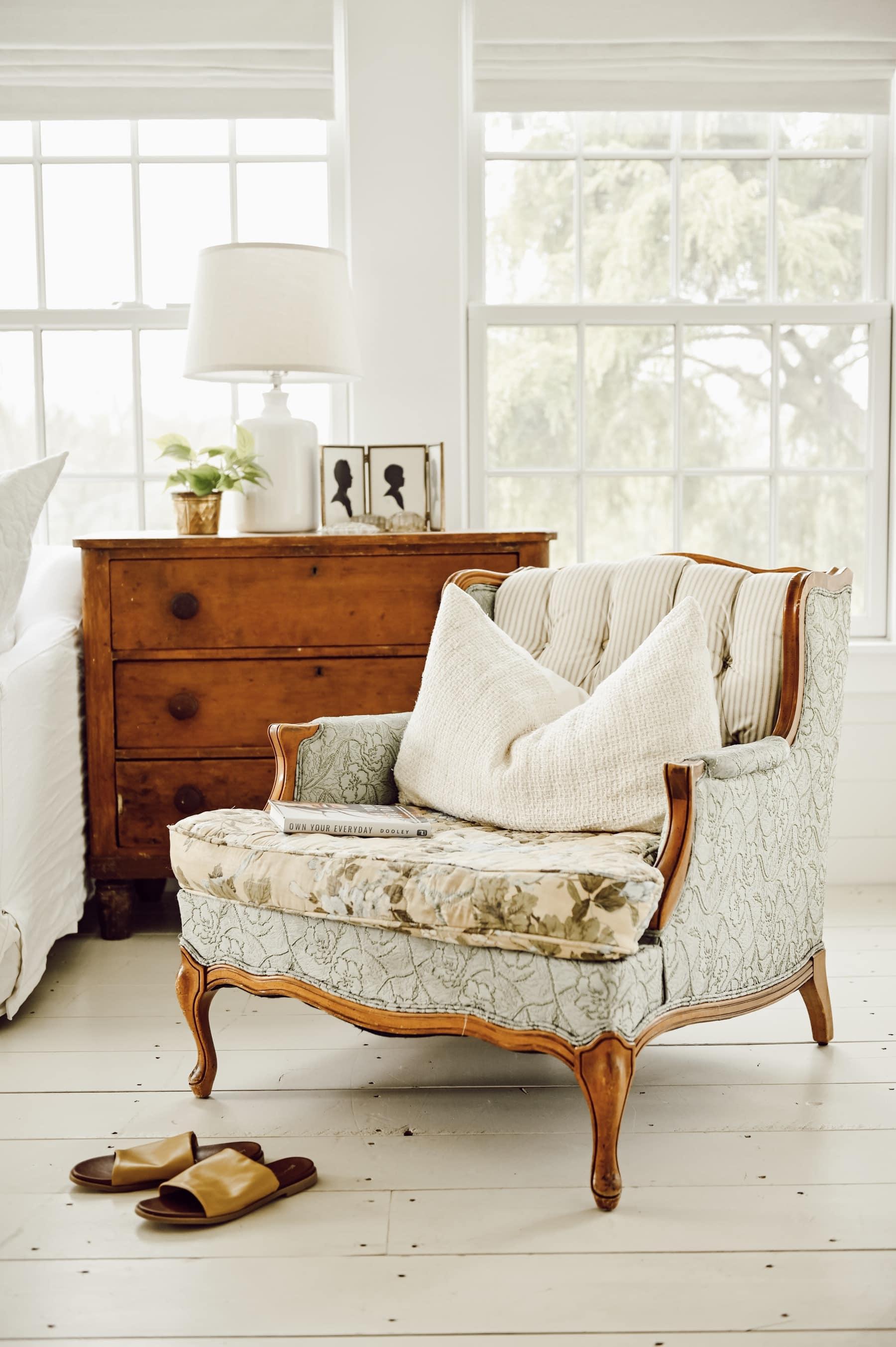 A New Cozy Vintage Chair - Liz Marie Blog