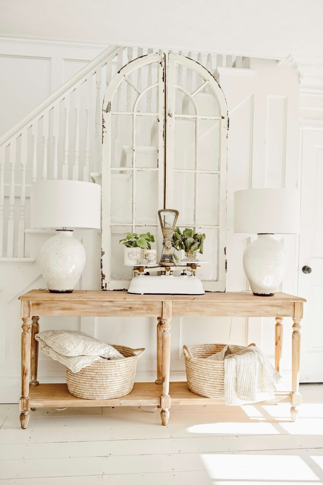 Simple & Clean Cottage Style Entryway