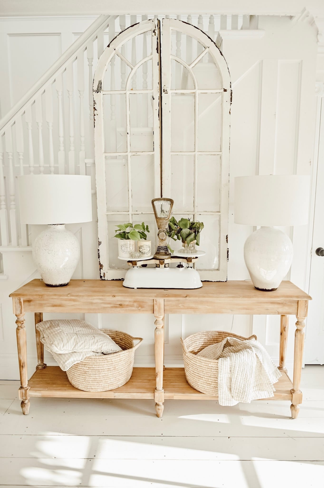Simple Clean Cottage Style Entryway