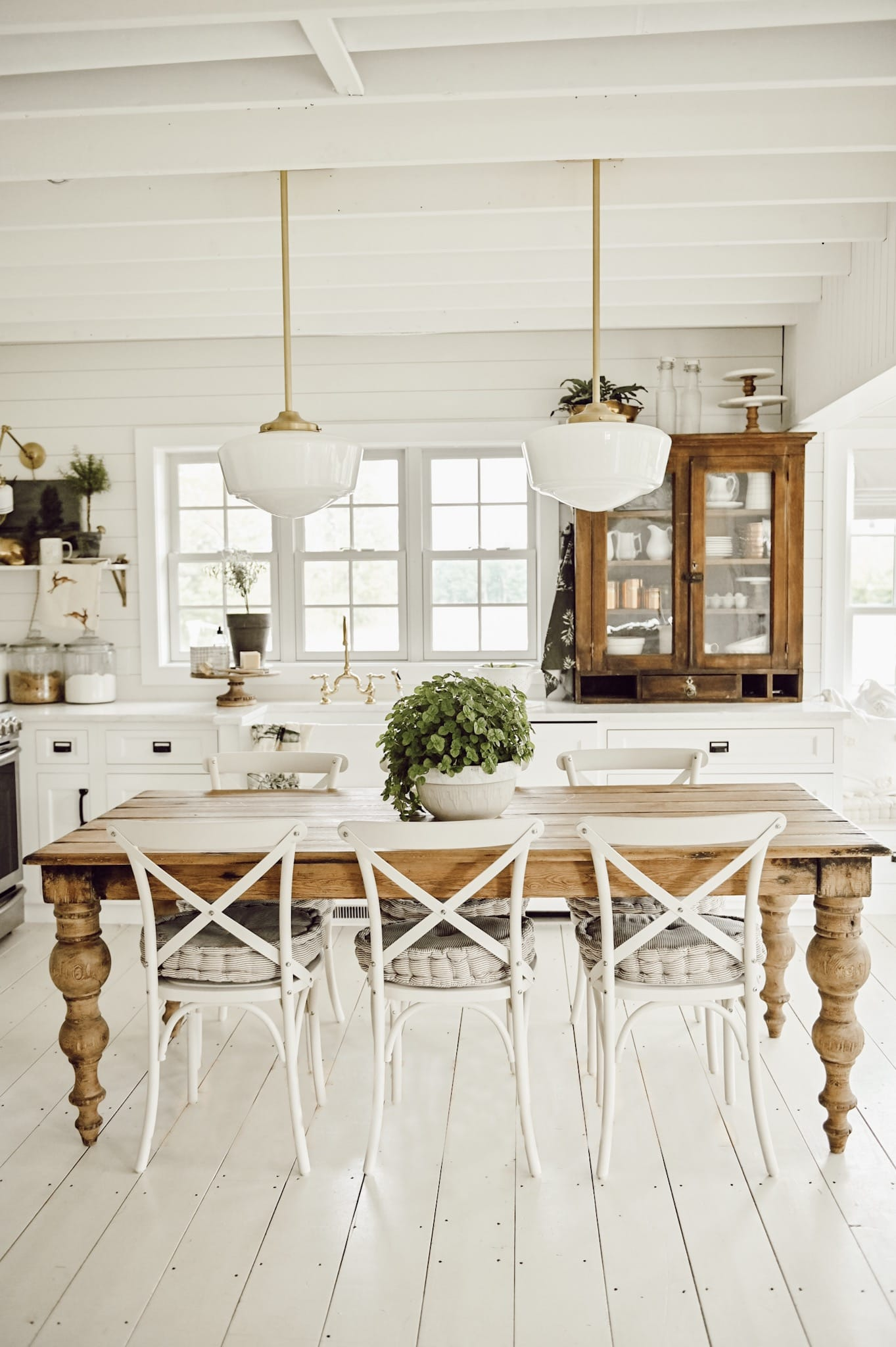 farmhouse kitchen with dinning table kitchen island