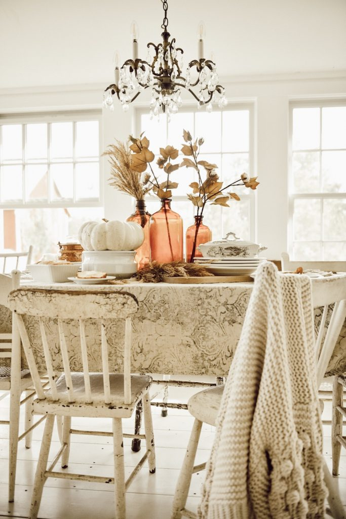 How to Decorate a Dining Table for Fall