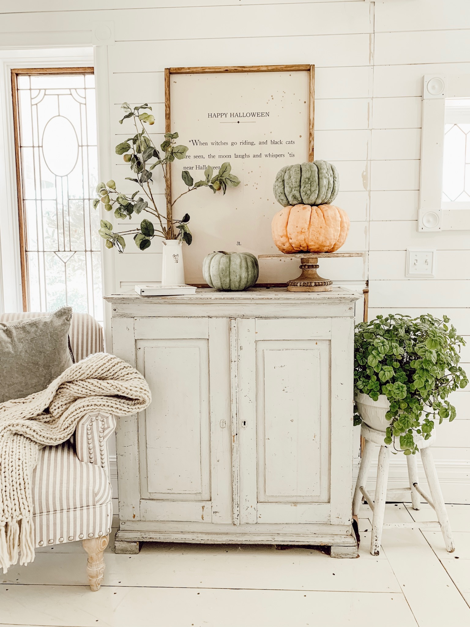 fall art and pumpkin decor