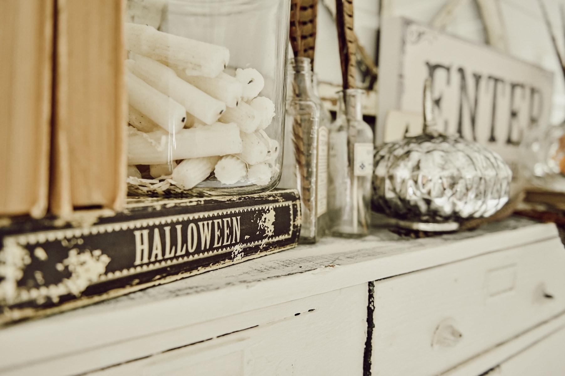 Halloween Home, Glam Halloween Mantel