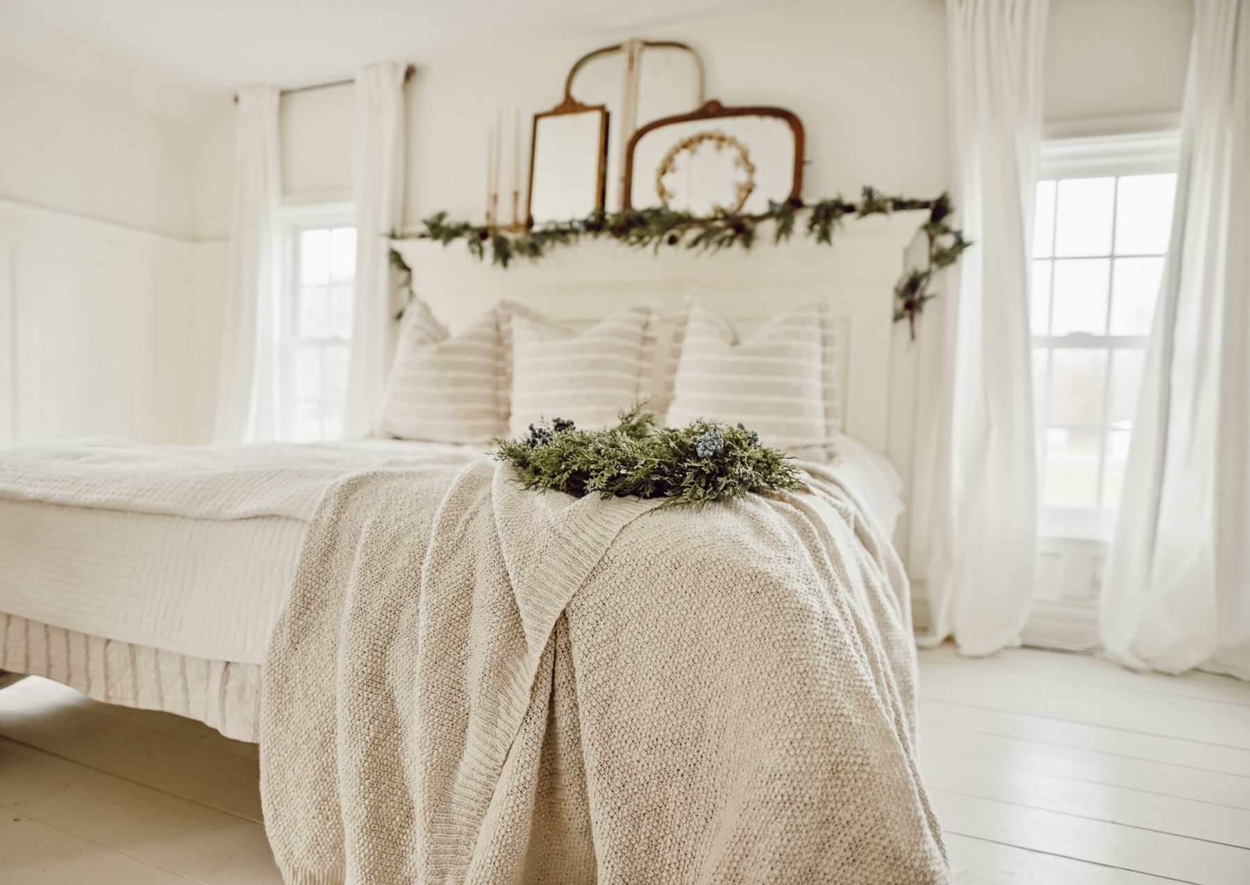 Liz Marie Cozy Christmas Bed