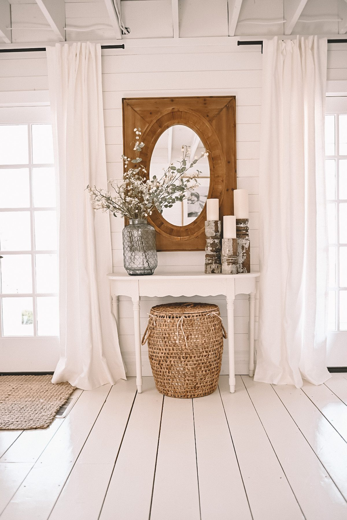 A farmhouse with white flooring displaying an entryway table