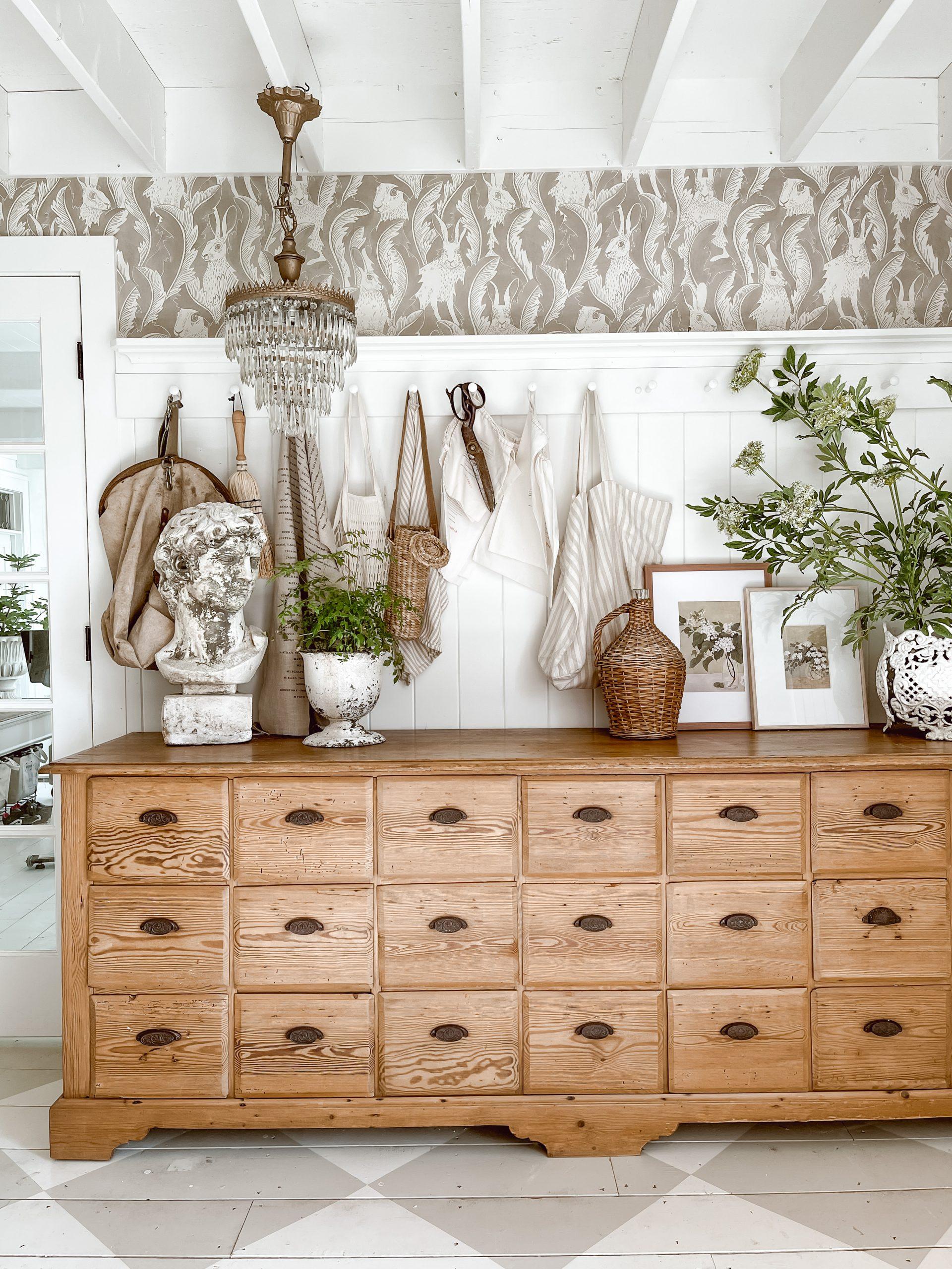 Antique Mudroom Dresser: To sink or not to sink?
